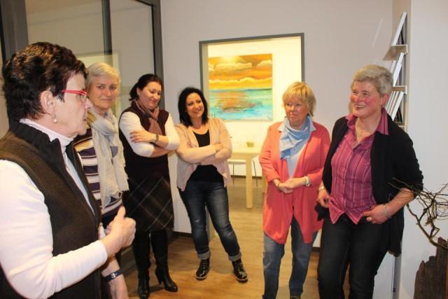 die Damen beim regen Austausch v.l.n.r. Frau Gottschlich, Frau Becker, Frau Hasenbeck, Frau Cabrilla, Frau Schneider und Frau Volmer( ( auf dem Bild fehlen Frau Sturm und Frau Richter )