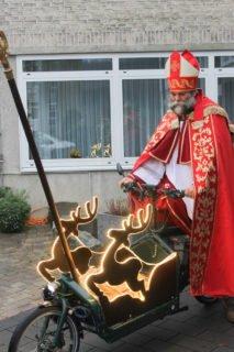 Der Nikolaus kam mit seinem sehr speziellen Gefährt zu uns. (Foto: Stallmeister/SMMP)